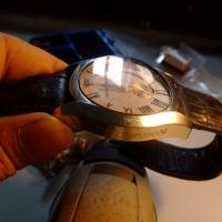 Đánh bóng mặt kính đồng hồ